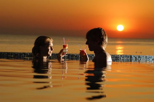 ASKA JUST IN BEACH 4*