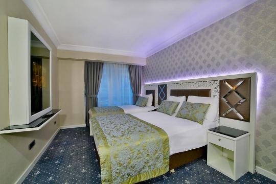 MONACO HOTEL  3*