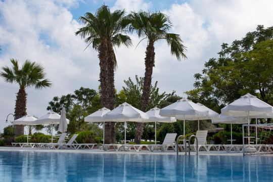 THE HOLIDAY RESORT HOTEL 4*