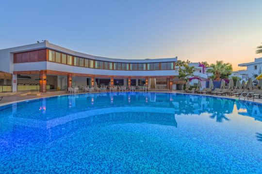 BENDIS BEACH HOTEL 4*