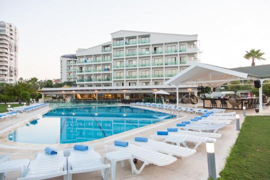 Почивка в CLUB HOTEL FALCON  LARA - 4*