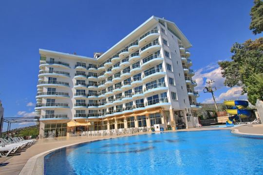 Почивка в ARORA HOTEL 3+*
