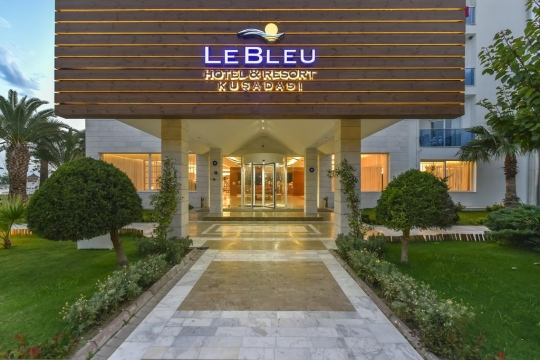 Почивка в LE BLEU HOTEL & RESORT 5*