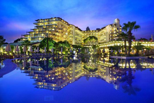 Почивка в BELLIS DELUXE HOTEL 5*
