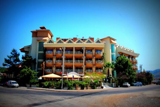 Почивка в GRAND FAROS HOTEL 3*+