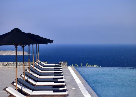 Почивка в SANTO MARIS OIA LUXURY SUITES AND SPA 5*