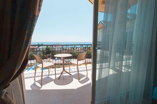 Почивка в LOCEANICA BEACH RESORT