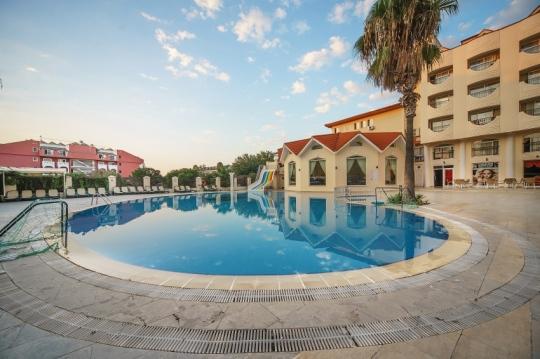 Почивка в LARISSA INN HOTEL 3*