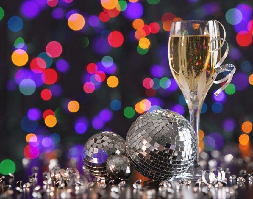 Почивка Нова година 2018 в Айвалък <br>от София и  Пловдив<br> с автобус от 28.12.2017 с <br>4  нощувки -