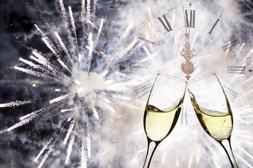 Почивка Нова година 2018 в Айвалък <br>от Варна и Бургас<br> с автобус от 28.12.2017 с <br>4 нощувки -